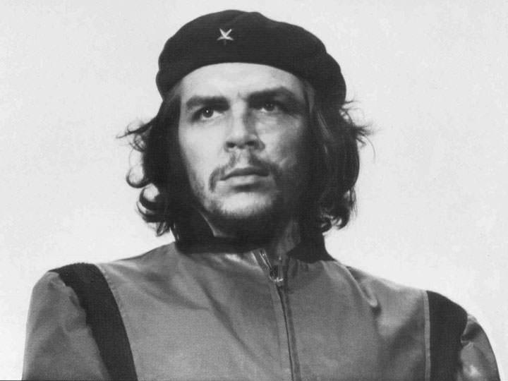 Che Guevara lors de l'enterrement des victimes de l'explosion de la Coubre