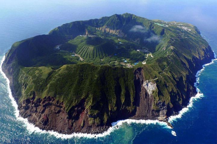 Le volcan d'Aoga-shima (Japon)