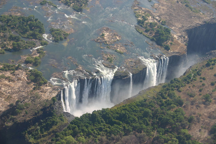 Les chutes Victoria (Zimbabwe)