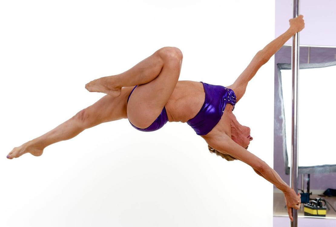 Greta Pontarelly, 61 ans, fait toujours de la pole-danse