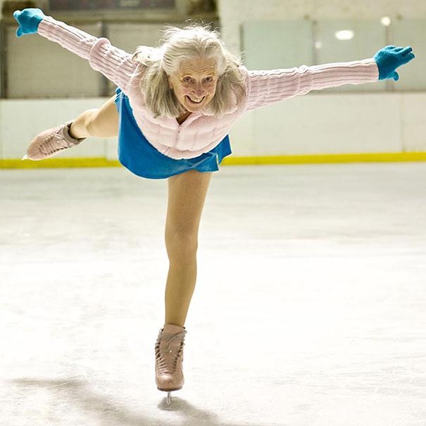 Ses 87 ans n'empêchent pas Yvonne Dowlen de patiner