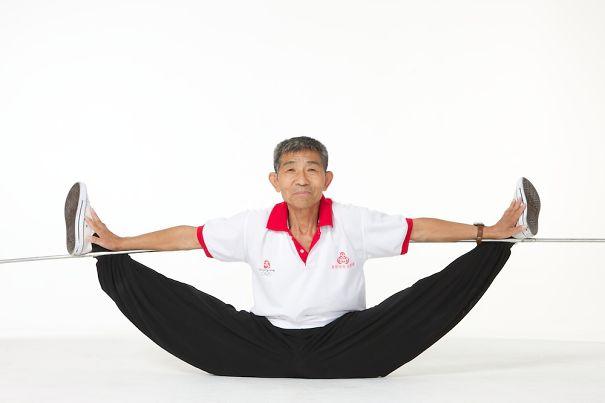 Des athlètes bien plus jeunes que Duan Tzinfu, 73 ans, n'arrivent pas faire ce qu'il fait
