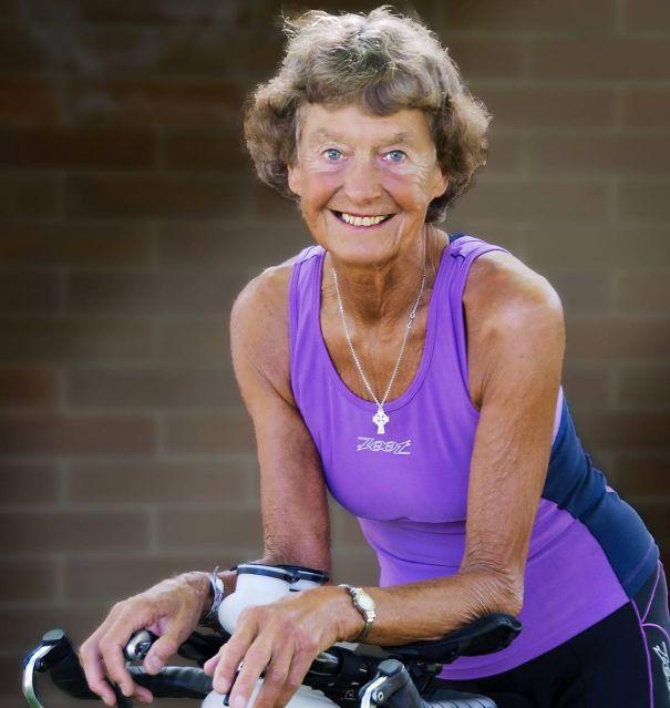Madonna Buder, 83 ans est une nonne mais aussi coureuse de marathons